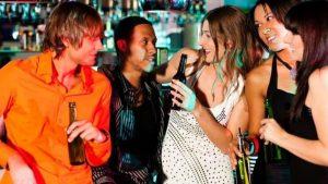 Rimorchiare un ragazzo in discoteca